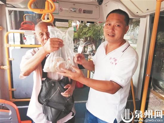 万元玉器遗忘公交车上 幸遇好心司机失而复得