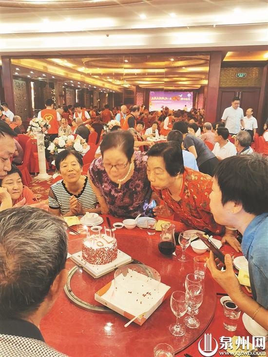 共话壮丽70年 我与祖国共成长 70名新中国同龄人集体庆生