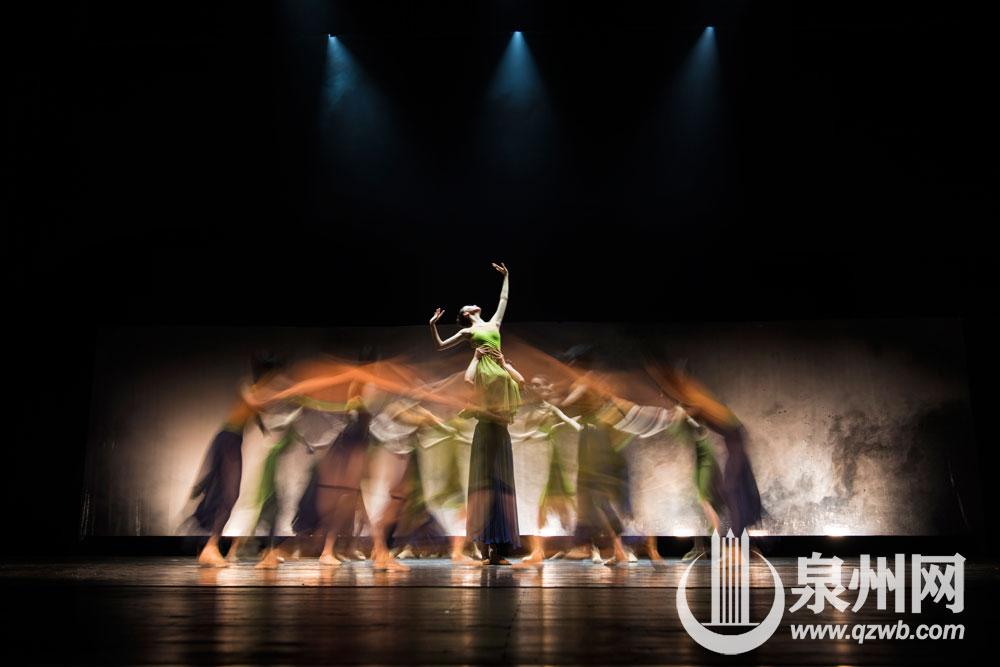 广州芭蕾舞团新作世界经典芭蕾舞剧《布兰诗歌》首次来泉