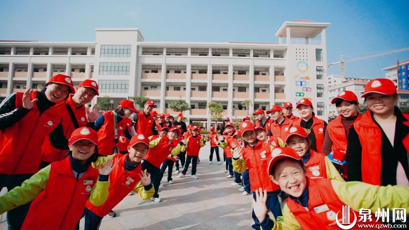 鲤城三实小学生走上街头 完成特殊期末考