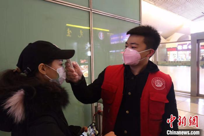 武汉市民响应政府号召 安心留守过大年
