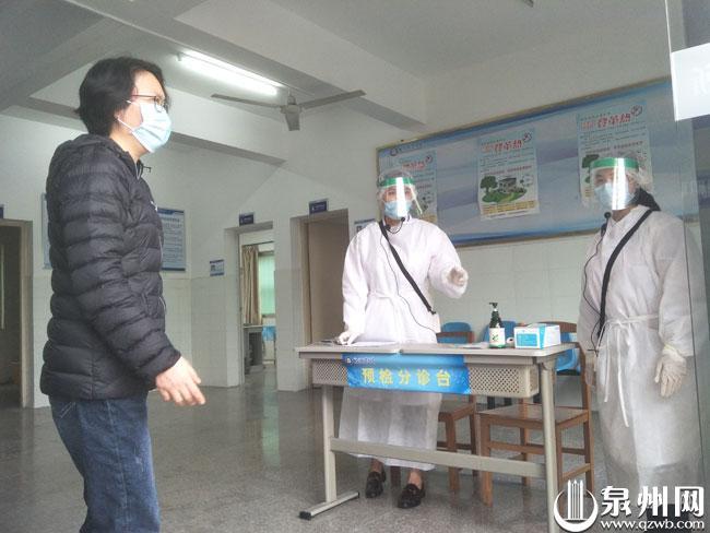 模拟场景:学校医务所预检分诊台