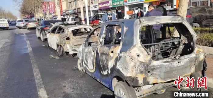 河北清河一男子故意纵火引燃数辆轿车被刑拘