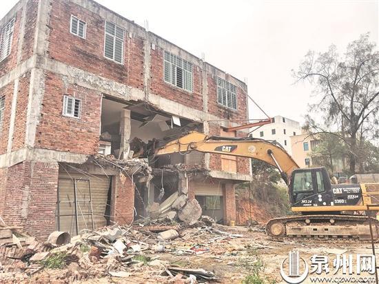 三层违建被拆除