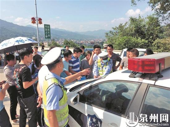 国庆中秋假期首日 高速路车流量剧增 动车机场客流量平稳