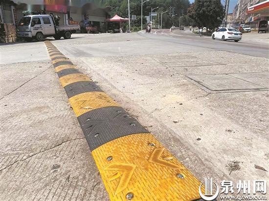 """路面出现""""钉子阵"""" 洛江区人民检察院建议促修复"""
