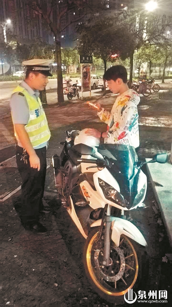 大功率摩托车违法上路 醉驾无牌闯关 交警二次拦截
