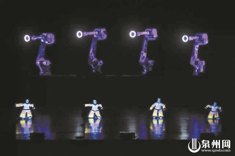 荧光木偶戏与机械臂互动演出