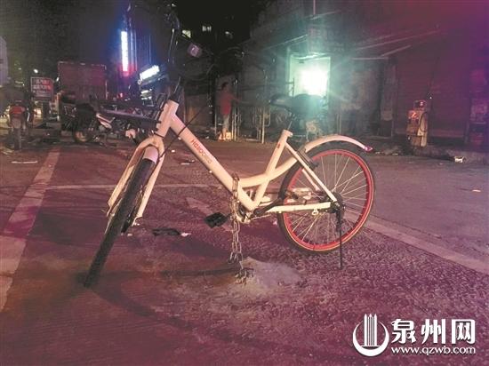 共享单车被上锁,用于抢占车位。