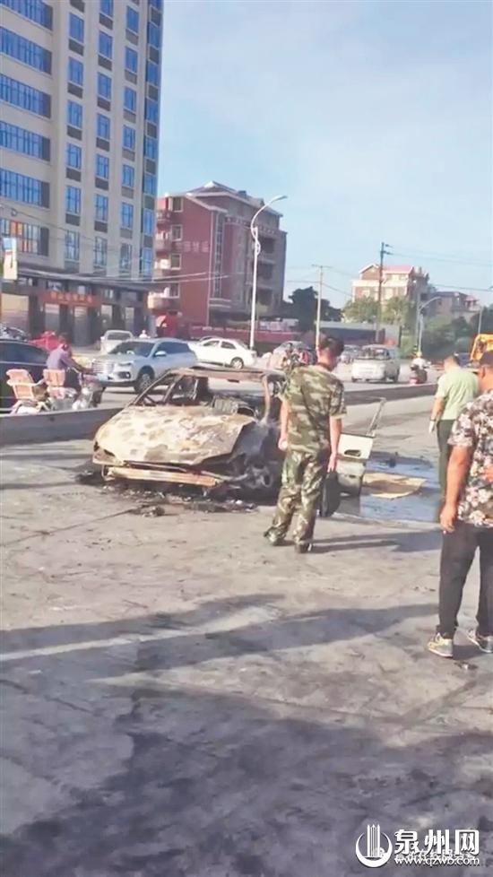 小车被烧得只剩空壳 (图片来自网友)