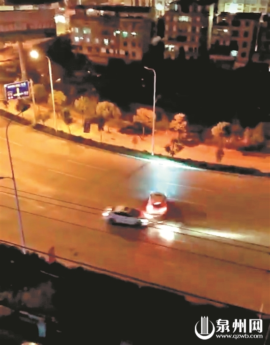 两伙人在路上飙车 (视频截图)