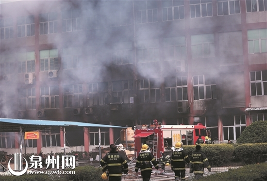 永春上千平方米厂房着火 约30吨食品油烧了4小时