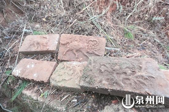 """墓砖上有""""鹿回头""""和牡丹花纹"""