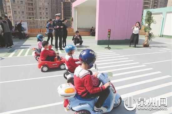 """石狮成立全省首家""""儿童驾校"""" 50位小司机率先领驾照"""