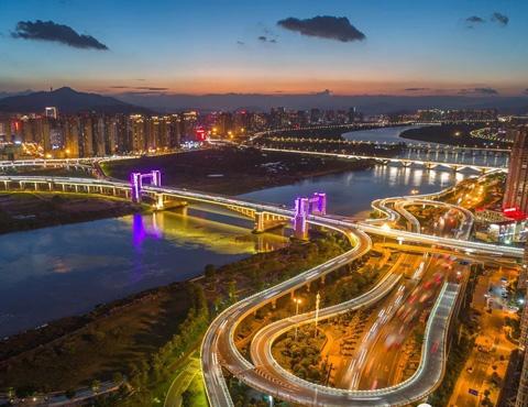 航拍:飞越田安大桥,看晋江两岸夜色