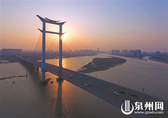"""世界首座""""开""""字形斜拉桥—泉州晋江大桥 (潘登/摄)"""