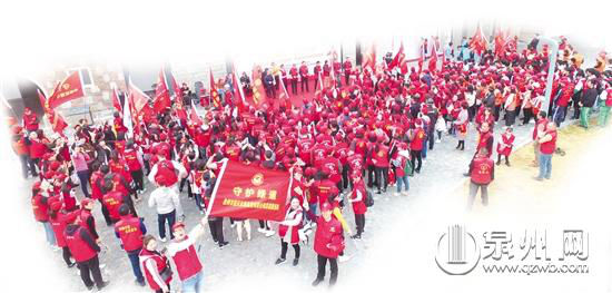 近千志愿者参与守护最美绿道行动