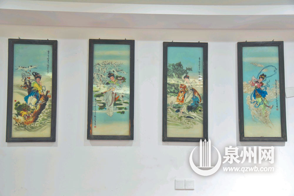 玻璃镜画有家居装饰的功能,图为四条屏。