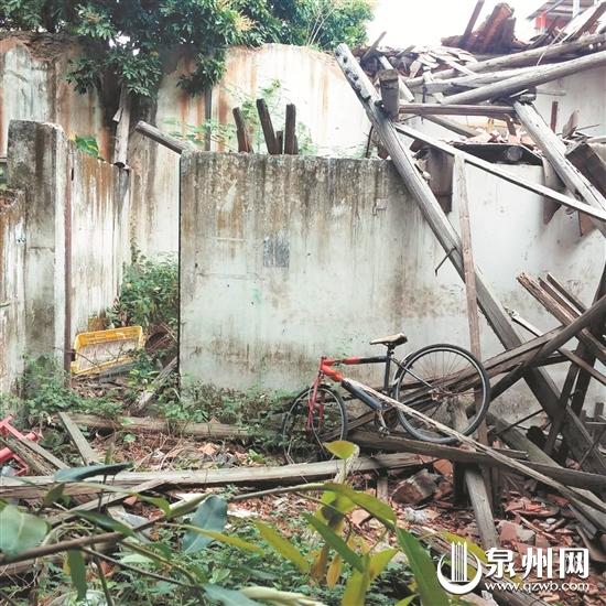 修缮前破旧不堪的老厂房