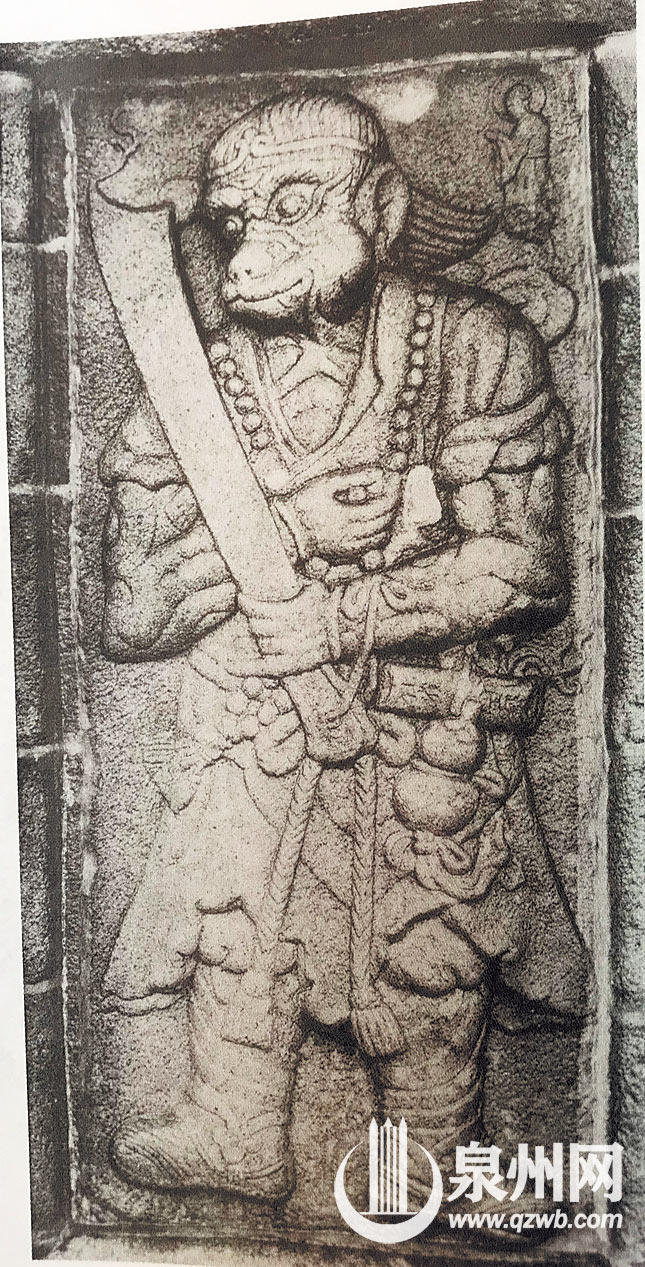 西塔第四层形似孙悟空的浮雕