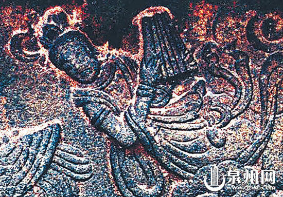 典雅优美、质韵深沉的南音表演。(朱煌年 摄)    南宋建的东塔塔座上的石雕拍板是六板。拍板只幸存在泉州弦管中,普遍为五板,其他地方已很少见。(资料图片)    敦煌莫高窟第275窟为北凉(公元397439)绘制的菩萨伎乐图(资料图片)  1965年,泉州民间的南音演唱会。(庄国良 摄)  中小学南音教学已在泉州各地广泛展开。(资料图片)   妈祖信俗等其他21个中国项目同时入选   本报讯 (记者陈智勇)昨夜,阿联酋首都阿布扎比传来喜讯,由泉州承担申报工作的南音(泉州弦管)成功入选《人类非物质文化遗