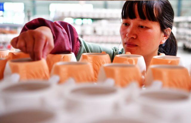 """打码网赚是真的吗:福建德化:瓷器""""小作坊""""迈向""""世界陶瓷之都"""